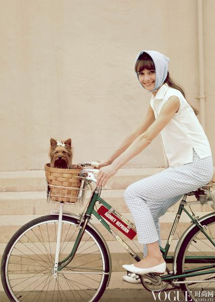 明星街拍:明媚夏日 单车上的那一抹清凉