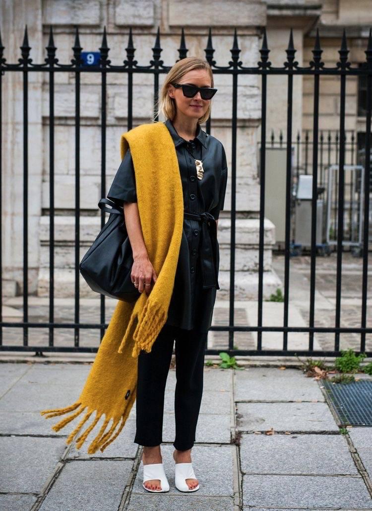 围巾是秋冬必不可少的单品,它不仅能丰富造型,更是防寒保暖的必备。