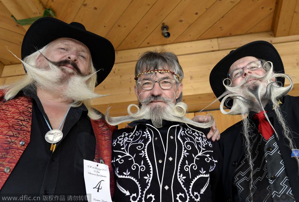 """当地时间2014年11月8日,德国施鲁赫湖,欧洲胡须锦标赛举行,参赛的""""美髯公""""们展示自己的胡子。"""