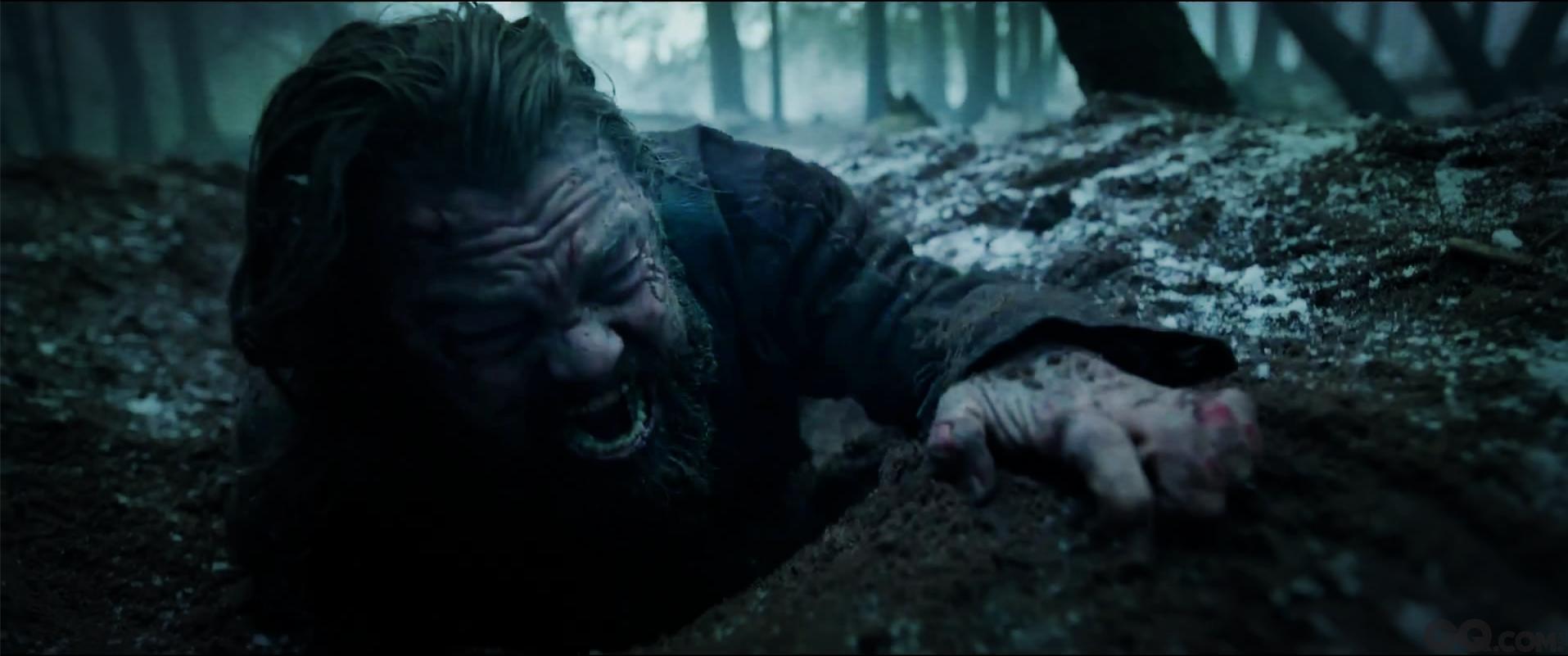 """从这个角度上来说,今年的奥斯卡最佳导演伊纳里多似乎也应该获得一座金酸莓奖杯。《荒野猎人》剧组把全部的精力都用在了跟大自然搏斗上,而不是放在用最创新的电影手段讲一个最精彩的电影故事上。整部电影不仅延期完成、严重超支,而且影片本身也显得冗长、沉闷、无聊,不但完全丧失了他之前专注结构、关注种族、探索人与社会关系的作者化风格,还硬生生地把一个复仇故事变成了大制作版的""""荒野生存""""真人秀和""""一个男人为了小金人的自虐之路""""。"""