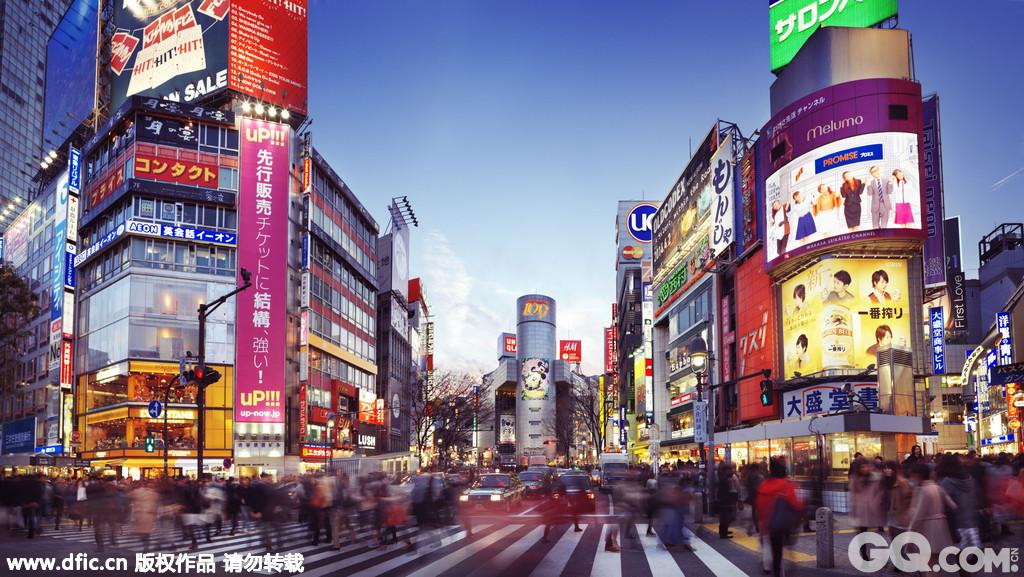 """涩谷109大厦在一成不变的热闹和喧哗的涩谷地区,作为一座青年文化发源地的服装城,而深为人们喜爱。涩谷109大厦是日本时尚年轻女生购买服饰的商城。销售代表日本流行时装的各种商品,琳琅满目。SLY、Cecil McBee、Moussy、L.D.S、LIZ LISA等日本本土少女品牌服装应有尽有,而且售货小姐们都身兼多职,除了销售服装外,还能兼当你的""""造型师"""",可以帮你量身打造出全身造型哦。"""