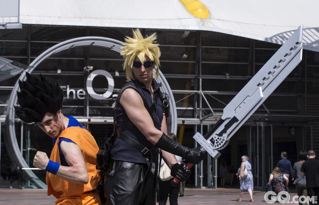 当地时间2015年7月11日,英国最大的日本文化展Hyper Japan在伦敦举行,参展的动漫粉们打扮成日本动画及电脑游戏中的角色大玩cosplay。
