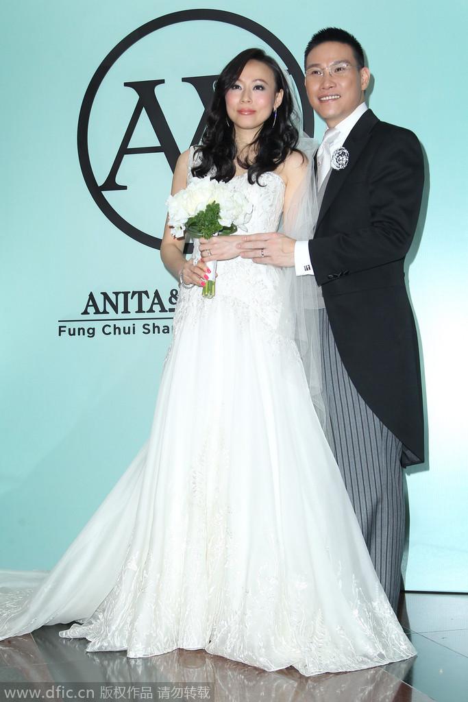 2014年12月2日,香港,47岁的港星苏永康在香港洲际酒店迎娶他的第二任妻子冯翠珊。