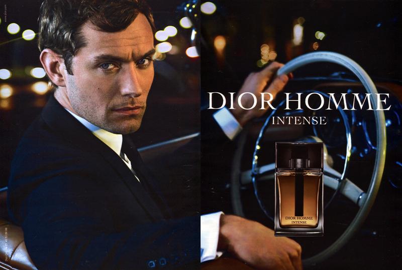 Dior Homme曾力邀了腐国男神Jude Law担任形象代言人,这款男士香水是一款木质香型花香麝香调的男香,突出感性成熟的男人味。这也正符合Jude一贯给人的绅士气质,那一种优雅的性感魅力,再合适不过代言这一款香水。喜欢薰衣草、鸢尾、雪松等草本木质味道的朋友推荐尝试,男神都代言了,你还需要质疑吗?