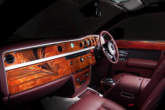 这些限量版定制车型的推出给予了客户丰富的灵感,2014年9月的统计显示,客户对劳斯莱斯汽车Bespoke客户定制服务的需求已达到历史新高。全球范围内,几乎每一辆幻影、90%的魅影及80%的古思特车型上都含有Bespoke元素。