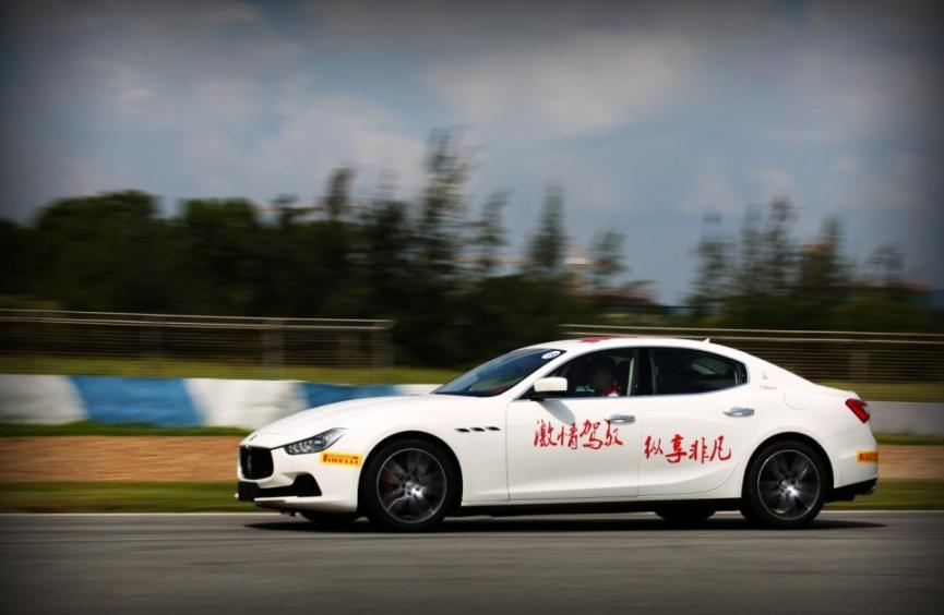 玛莎拉蒂赛道试驾活动自2011年首次开启于上海F1国际赛车场,旨在打造一个全方位的体验平台,让参与者在充分享受驾驭乐趣的同时,体验玛莎拉蒂百年传承的运动激情,感受其卓越的品牌文化以及玛莎拉蒂汽车的至高品质。