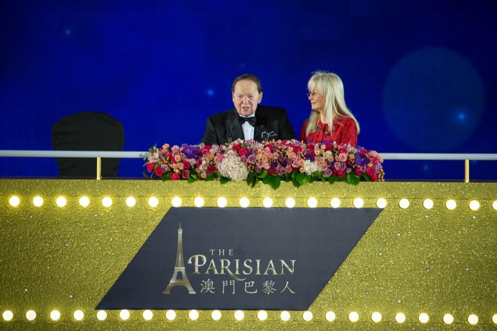 澳门金沙度假区最新项目澳门巴黎人于2016年9月13日在绚丽的烟火中盛大正式开幕。巴黎被誉为世上最浪漫的城市,并荣获全球数百万旅客投选为每年最喜爱的旅游目的地之一。到访澳门巴黎人,你将犹如置身于巴黎,感受此迷人城市最极致的度假及娱乐体验。澳门巴黎人拥有一系列综合度假设施,包括约3,000间酒店客房及套房,其中超过三分一的房间更坐拥巴黎铁塔景观,提供无可比拟的服务以迎合你的所需及所想。