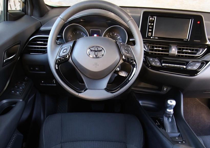 其燃油版车型则搭载1.2T发动机,传动系统匹配6速手动或CVT变速箱,不论是外观还是内在,都在为它成为一匹市场的黑马而努力。