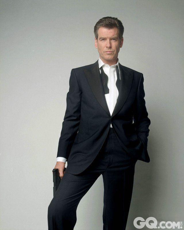 如果要说上面那位克雷格他的最大劲敌是谁的话,或许就是同样也是007詹姆斯·邦德的皮尔斯·布鲁斯南了!若有看过他们的演出,就会知道真的很难在他们之间选出胜出的一方。