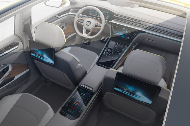 """大众Sport Coupe GTE概念车基于MQB平台打造,未来将会成为全新一代大众CC的雏形。新车前脸进气格栅采用横幅镀铬样式,并覆盖前脸很大面积。前保险杠两侧开口采用蜂窝状设计,周围突起的格栅造型更营造出运动感。尾部依旧运用""""短鸭尾式""""设计,排气则运用双边共两出布局。其长宽高分别为4869*1864*1407mm,轴距达到了3020mm。相同于大众最新的设计语言,Sport Coupe GTE概念车同样采用短前悬、短后悬的设计方案。在动力方面,新车搭载的是插电式混动系统,综合最大功率输出为380马力(其传统动力由一台3.0TSI发动机提供,最大功率299马力,峰值扭矩500牛米,该车还采用了两个电动机,前电动机集成在变速箱中,最大功率输出40千瓦,后电机则输出85千瓦的最大功率。),传动系统匹配的是6速DSG变速箱(DQ400E)。0-100km/h的加速为5.0秒,极速达到250km/h。纯电动续航里程为50km,混动模式下,其百公里综合油耗仅为2L,综合续航里程接近1000km。"""