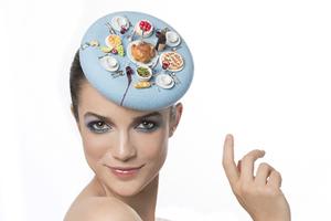 艺术家打造奇葩美食帽 绝对让吃货垂涎三尺