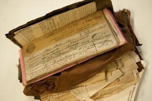 65年后失而复得的古董钱包