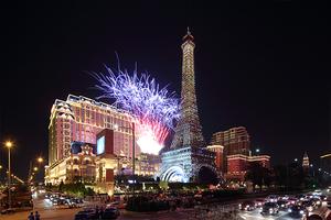 澳门巴黎人酒店烟火中盛大开幕 像巴黎人一样享乐