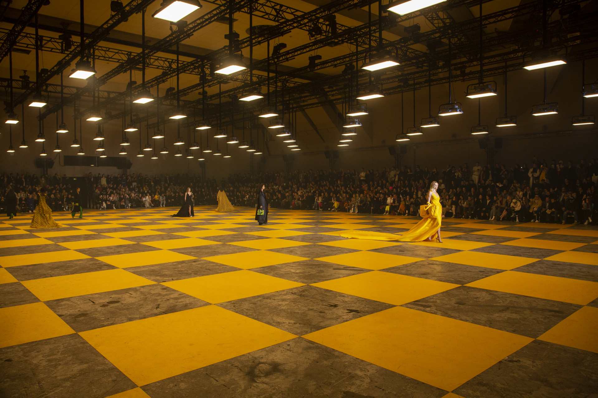 Thierry Dreyfus谈大型时装秀幕后的灯光与舞台设计